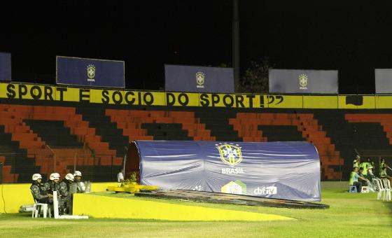 Saída do vestiário da Ilha do Retiro no amistoso da Seleção. Foto: Ricardo Fernandes/DP/DA. Press