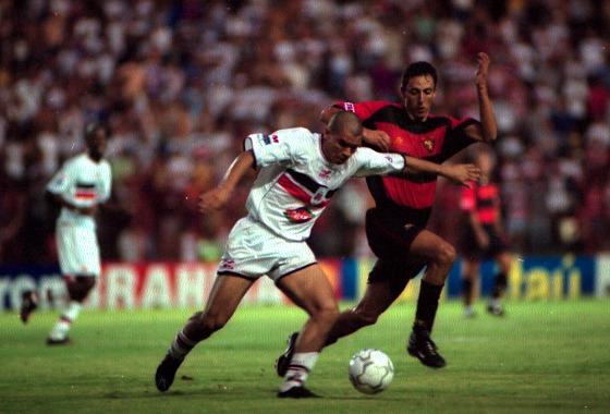 Série A 2001: Sport 1x2 Santa Cruz. Foto: Edvaldo Rodrigues/DP/D.A Press