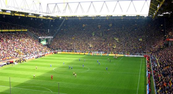 Torcida do Borussia Dortmund no Signal Iduna Park