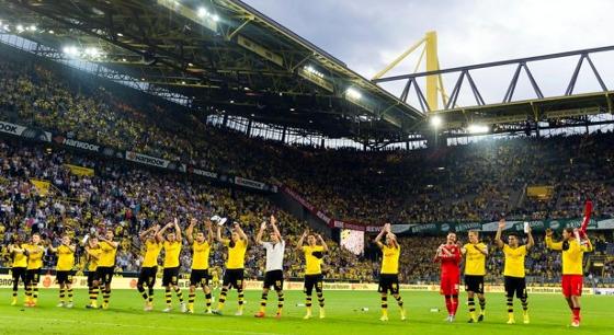Torcida do Borussia Dortmund no Signal Iduna Park. Facebook oficial BVB