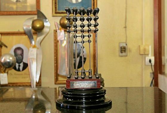 Taça das Bolinhas de 1987, em posse do Sport, no museu da Ilha do Retiro. Foto: Carlos Ezequiel Vanonni/Sport Club do Recife