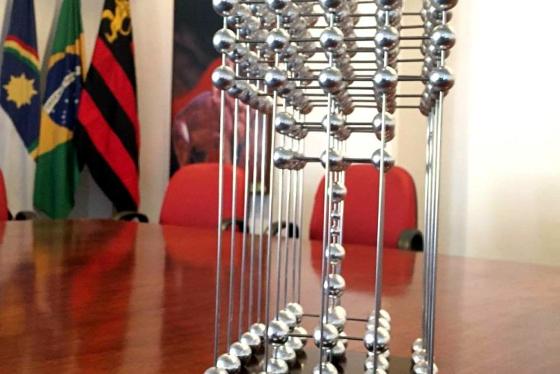 A taça das bolinhas de 1987 (réplica oficial), guardada na Ilha do Retiro. Foto: site oficial do Conselho Deliberativo do Sport