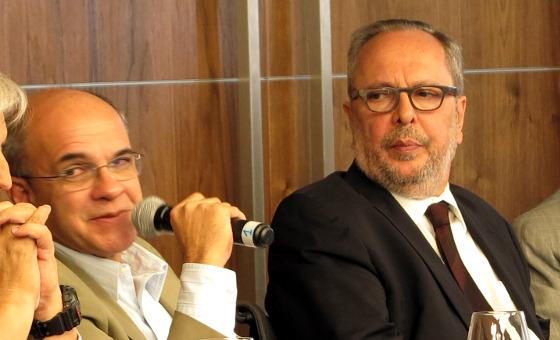 Eduardo Bandeira (Flamengo) e Humberto Martorelli (Sport) na Assembleia Geral Extraordinária da CBF em 8 de junho de 2015. Foto: CBF/site oficial