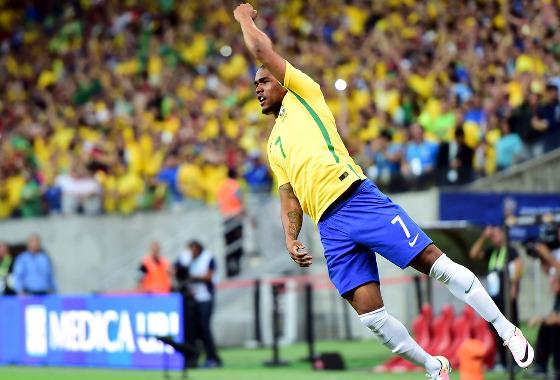 Eliminatórias da Copa 2018, em 25/03/2016: Brasil 2x2 Uruguai (gol de Douglas Costa). Foto: Brasil Global Tour/twitter (@BGT_ENG)