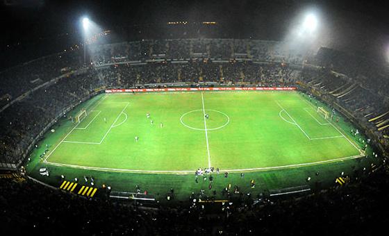 """Estádio """"Campeón del Siglo"""", do Peñarol, na inauguração, em 28/03/2016: Peñarol 4x1 River Plate-ARG. Foto: Peñarol/twitter"""