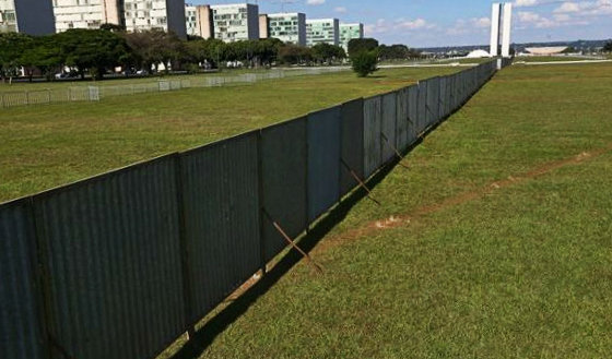 Muro do Impeachment, em Brasília. Foto: Victor Soares/Agência Brasil