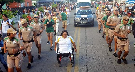 Suely Guimarães no revezamento da Tocha Olímpica no Recife. Foto: Rio 2016/divulgação