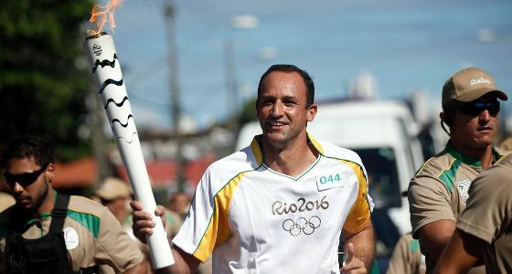 Magrão no revezamento da Tocha Olímpica no Recife. Foto: Rio 2016/divulgação