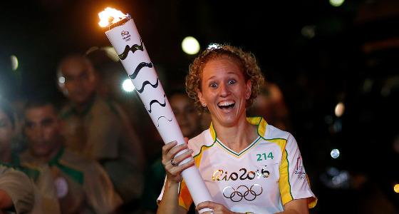A medalhista Yane Marques foi uma das últimas condutoras da tocha olímpica no Recife. Foto: Rio 2016/divulgação