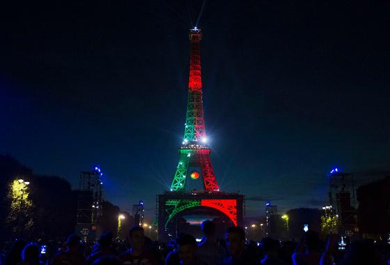 Torre Eiffel com as cores de Portugal. Foto: @uefaeuro