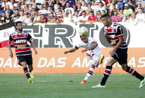 Série A 2016, 19ª rodada: Santa Cruz 1 x 2 São Paulo. Foto: Ricardo Fernandes/DP