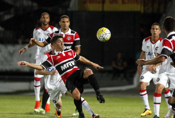 Série A 2016, 25ª rodada: Santa Cruz 1 x 0 Atlético-PR. Foto: Ricardo Fernandes/DP