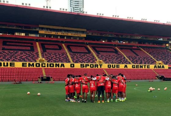Delegação do Independiente Medellín na Ilha do Retiro. Foto: Independiente/twitter (@DIM_Oficial)