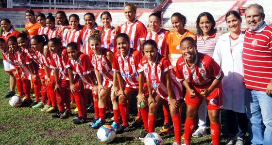 Time feminino do Náutico em 27 de abril de 2015. Foto: Patrícia Lima/Diretoria de Esportes Olímpicos e Amadores do Náutico