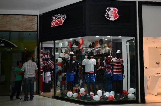 Loja Cobra Coral, no Shopping Tacaruna, em 06/12/2016. Foto: facebook.com/OficialSantaCruzFC