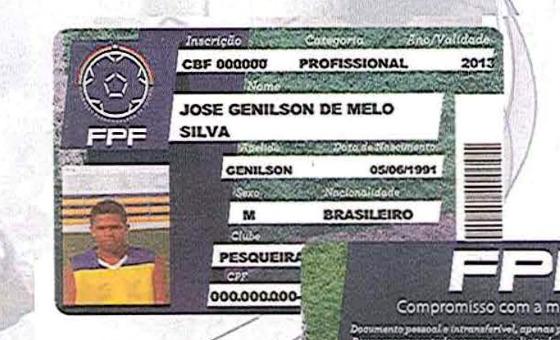 """A primeira """"carteira do atleta"""" produzida pela FPF. Crédito: FPF/reprodução"""