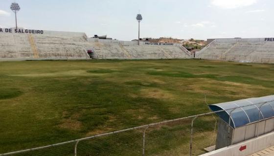 Campo do estádio Cornélio de Barros em dezembro de 2016. Foto: Carcará Net/twitter (@CarcaraNet)