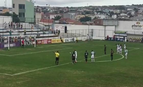 Pernambucano 2016, 6ª rodada: Belo Jardim 1x4 Central. Crédito: TV Asa Branca/Rede Globo (reprodução)