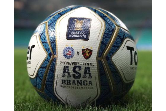 A bola oficial da decisão da Copa do Nordeste 2017. Crédito: divulgação