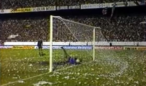 Final do Pernambucano de 1983, com o chute de Porto na decisão por pênaltis (gol ou não?). Crédito: Globo/youtube/reprodução