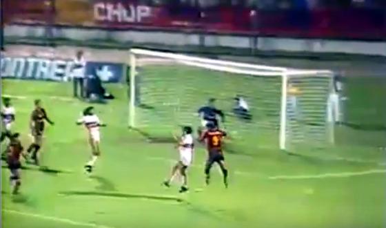 Final do Pernambucano de 1990, entre Santa e Sport, com o gol anulado de Márcio Alcântara. Crédito: Globo/youtube/reprodução