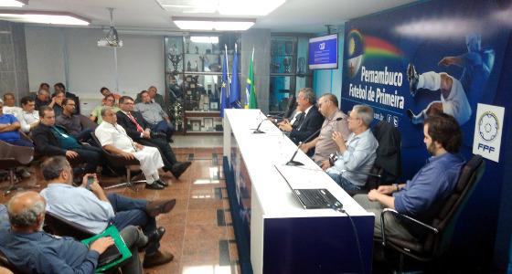 Reunião na sede da FPF para debater o formato do Pernambucano 2018. Foto: FPF/twitter (@fpfpe)