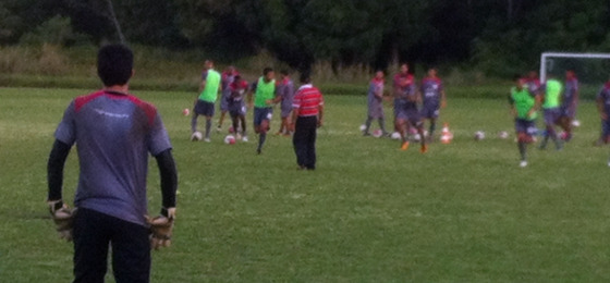 Santa treinando no CT do Unibol, em Paulista. Foto: Rodolfo Bourbon/DP