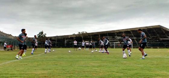 Santa treinando no Estádio Grito da República, em Olinda. Foto: Santa Cruz/twitter