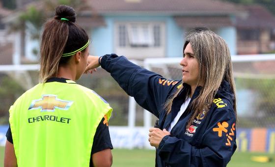 """Emily Lima durante o primeiro treino da """"convocação de observação"""", com atletas do Sul e Sudeste, em 02/2017. Foto: Kin Saito/CBF"""