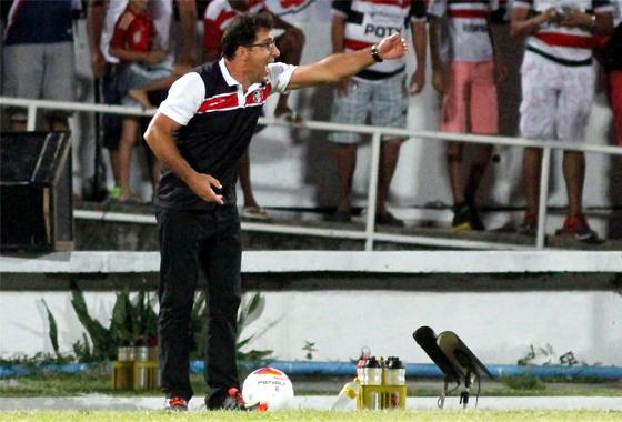 Marcelo Martelotte comando o Santa Cruz na Série B de 2015. Foto: Ricardo Fernandes/DP