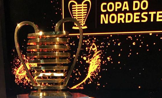 O troféu da Copa do Nordeste de 2018. Foto: Douglas Lunardi/CBF