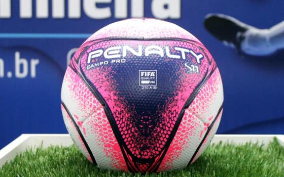 A bola oficial do Campeonato Pernambucano de 2018. Foto: FPF/divulgação