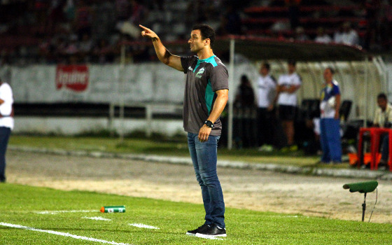 Técnico Júnior Rocha, em jogo Santa x Luverdense. Foto: Peu Ricardo/DP