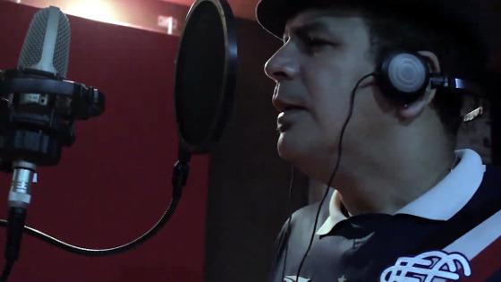 Maestro Spok cantando a versão coral de 'Gita'. Crédito: Portão 10/facebook (reprodução)