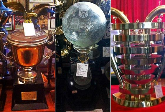 Os troféus dos títulos do Sport na Copa do Nordeste (1994, 2000 e 2014)