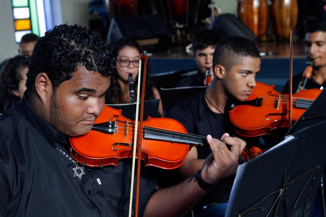 Projeto de música da Igreja Batista em Campo Grande atende pessoas na faixa etária doa 6 aos 17 anos. - Foto: Ricardo Fernandes/DP