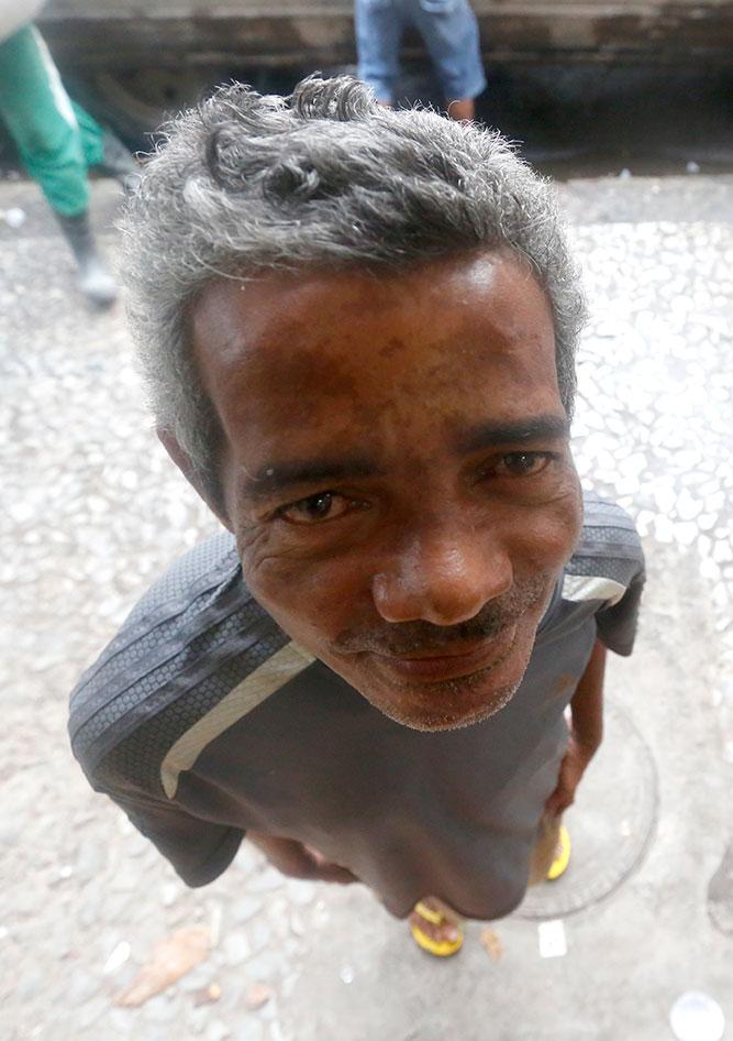 Severino paga R$ 1 para poder tomar banho - Foto: Rafael Martins/DP