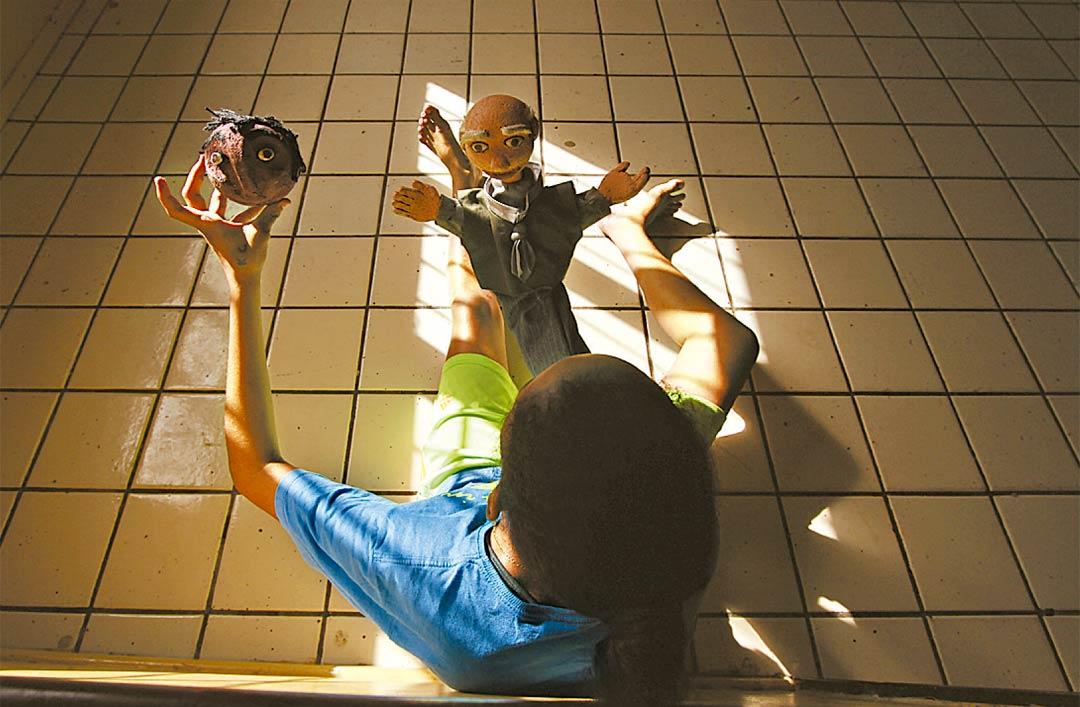 Oficinas de fantoche e pinturas também ajudam na ressocialização dos jovens - Foto: Peu Ricardo/DP