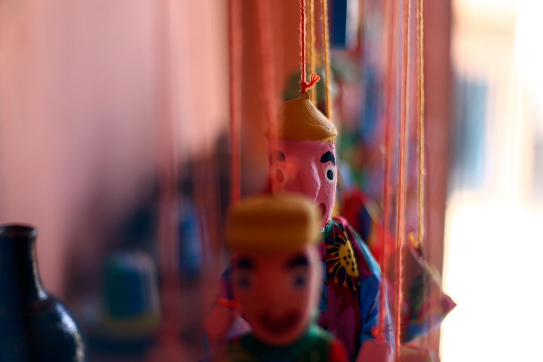 Detalhe de uma marionete, parte da produção de Miro dos Bonecos