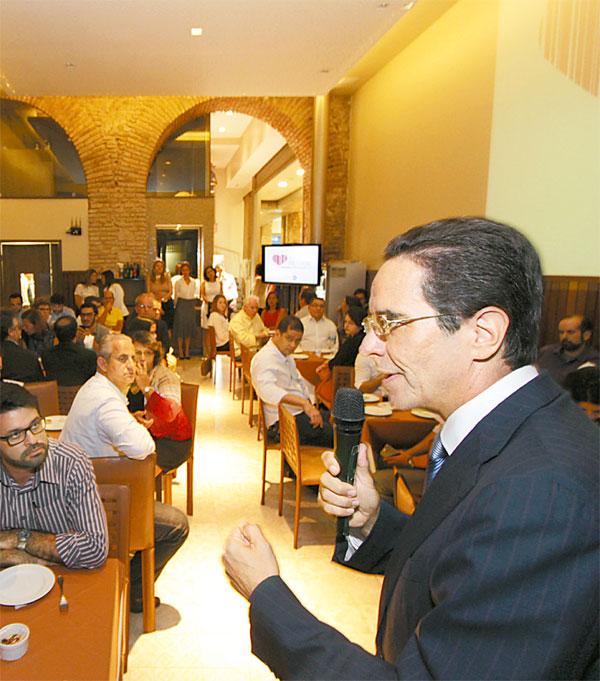 Maurício Rands apresentou o prêmio ao mercado - Foto: Roberto Ramos/DP