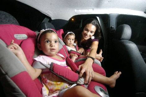 Cadeirinha no carro - Foto - Alcione Ferreira