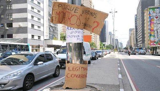 Acidente ciclistas Avenida Paulista - Foto : J. DURAN MACHFEE