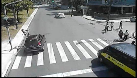 Atropelamento ciclista Jequitinhonha - Reprodução vídeo