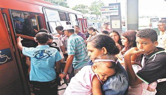 Passageiros ônibus/Recife - Foto - Roberto Ramos /DP/D.A. Press