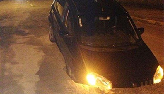Carro buraco Recife - Foto - Reprodução internet