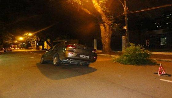carro buraco Recife - Foto Anamaria Nascimento