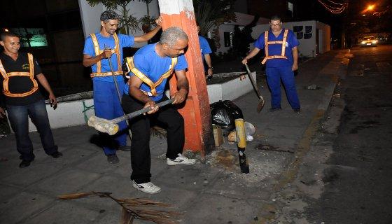 Retida pinos nas calçadas do Recife - Foto / PCR/Divuulgação
