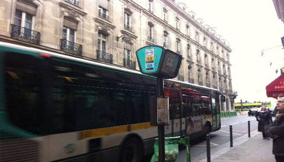 Paradas de ônibus com  informações das linhas e horários - Foto - Tânia Passos DP/D.A.Press