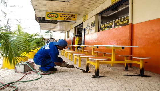 Desobstrução de calçadas na Rua das Flores - Foto - Inaldo Lins/PCR