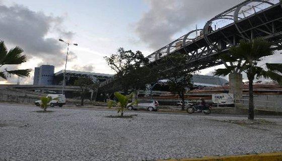 Já foram montados 13 dos 14 módulos de sustentação da passarela. Foto - Cristiane Silva DP/D.A.Press